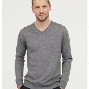 [H&M] grey vneck sweater